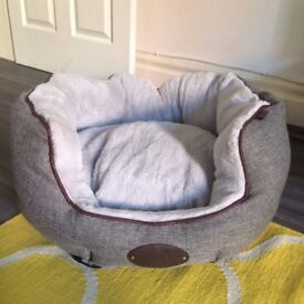 Wainwright Highlander herringbone tweed and plush dog bed - medium