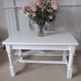 SHABBY CHIC RECENTLY PAINTED WHITE SOLID OAK COFFEE TABLE MORE CHIC THAN SHABBY