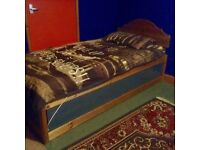 Bargain lovely Single bed inc mattress Good Condtion