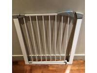 Lindam Sure Shut Gate / baby gate