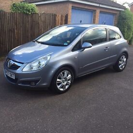 Automatic Vauxhall Corsa 1.4 i 16v Design (2007) in excellent condition.