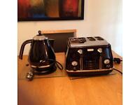Delonghi kettle and toaster navy