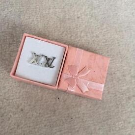 LVstyle new small stud earrings gift box