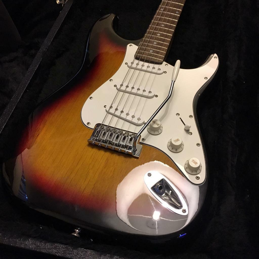 SQUIER Stratocaster in Hard case