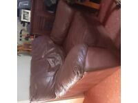 LOVELY LARGE BROWN LEATHER SINGLE SEATER SETTEE/ARM CHAIR