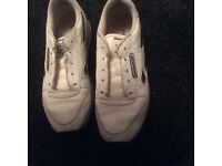 REEBOK TRAINERS SIZE 5.5