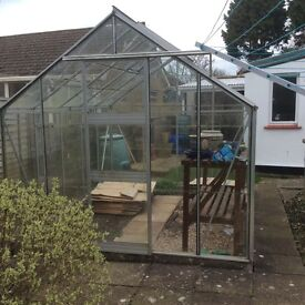 10ft X8ft (320cm x 250cm greenhouse with wooden potting bench and opening roof lights