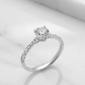 BAGUE EN DIAMANT AVEC UN CENTRE DE .50 CARAT / ENGAGEMENT RING WITH A .50 CARAT DIAMOND