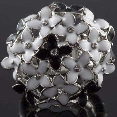 (Cocktail Black White Flower Crystal Rhinestone Celebrity Style Fashion Ring)