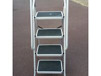 LADDER ,DOMESTIC INDOOR WIDE TREDS , VERY STABLE