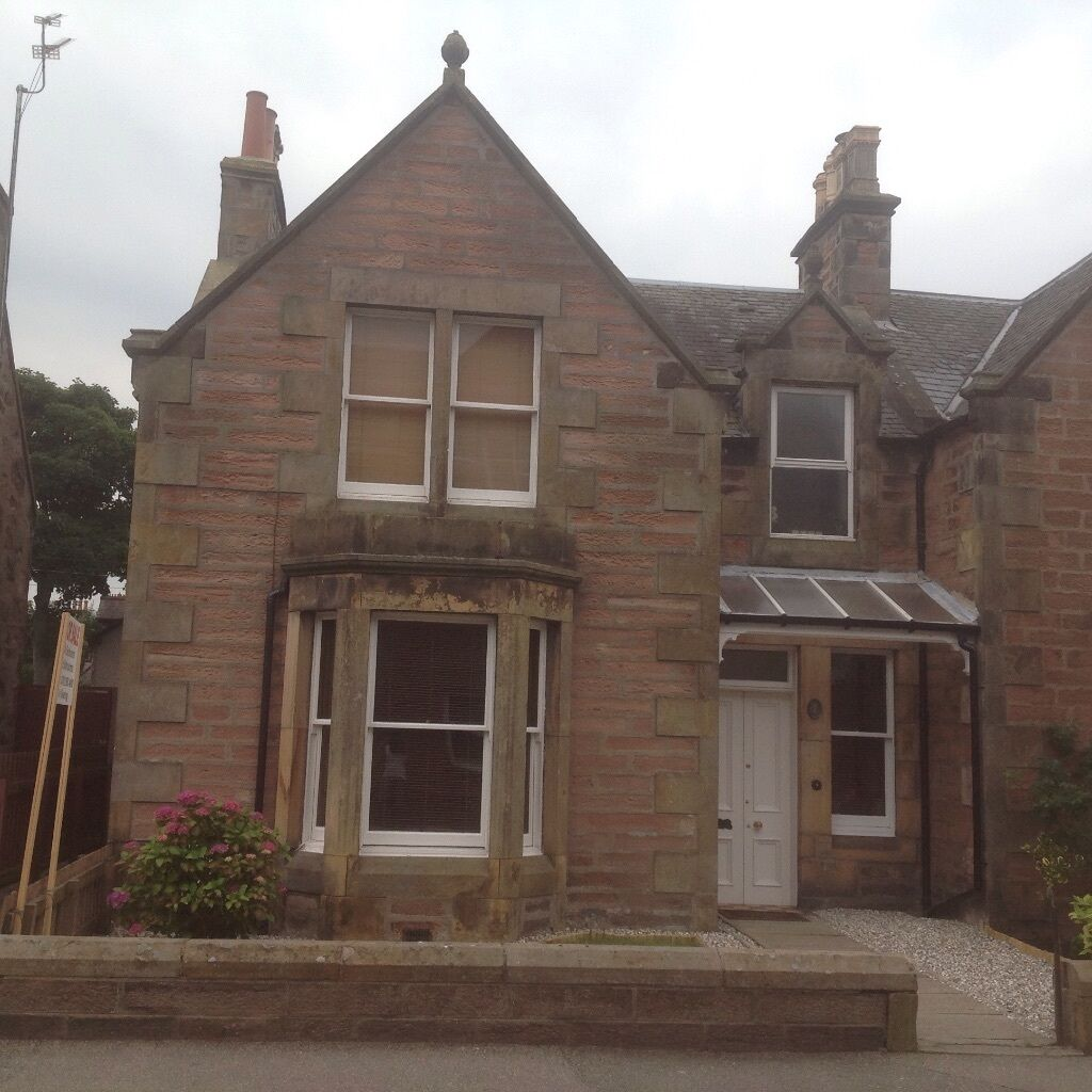 Semi Detached 4 Bedroom Victorian House Close To Town