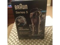 Braun Series 5.5040s Premium wet/dry shaver.