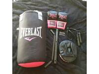 New Everlast pink black hanging punch bag set with kick pad skipping rope gloves