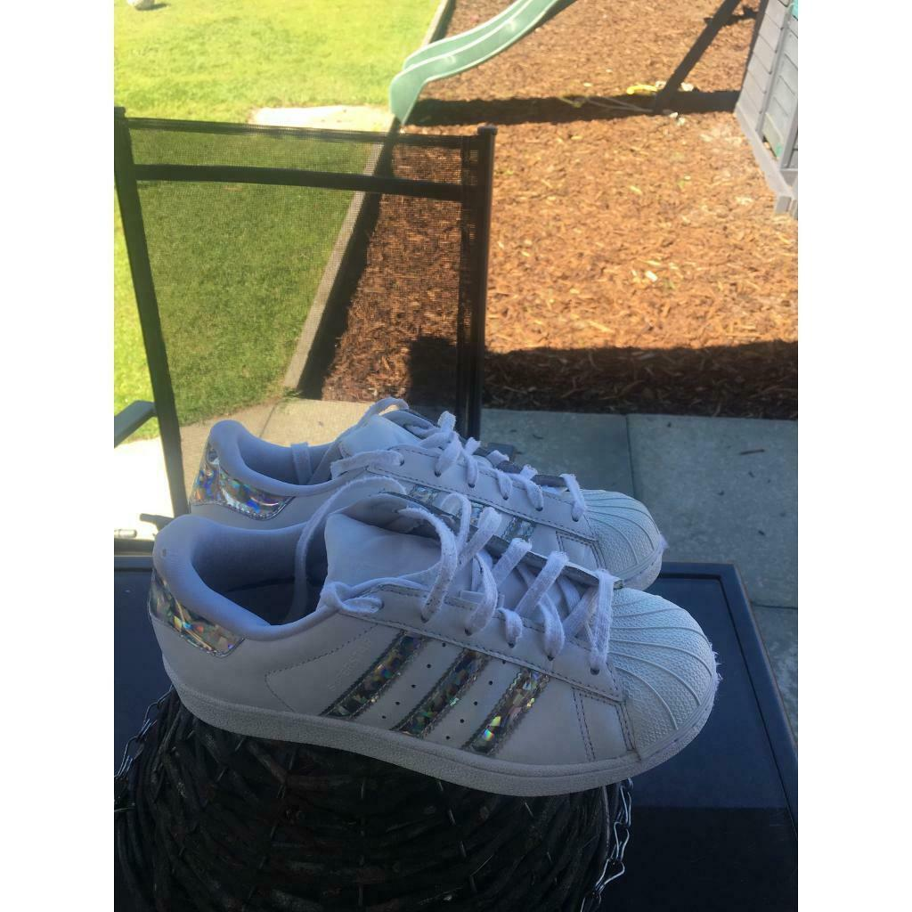 separation shoes 31935 b71a1 Girls Adidas superstar trainers size 3 | in Aboyne, Aberdeenshire | Gumtree