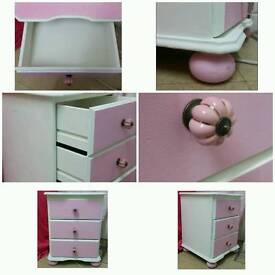 Small chest of drawers/ bedside draws