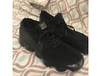 Nike Triple Black Vapormax size 11