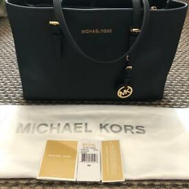 MICHAEL KORS JET SET LG SW TOTE (BLACK)