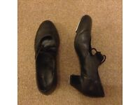 Tap shoes, size 3
