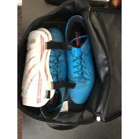 £20 Messi 16.3 Built To Win Nemesis Football Studded Boots   Match Of The Day Shinpads   HY-PRO bag