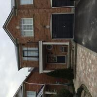 Beautiful semi house for rent in mississauga