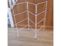 Dry cloth stand