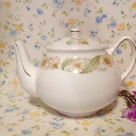 "Vintage ""green sleeves"" tea pot. Excellent condition."