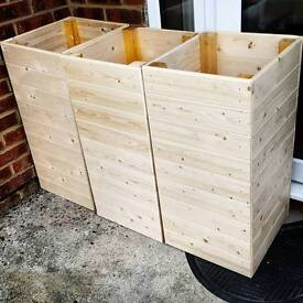 Large garden boxes, planters, flower beds... made to measure. Decking wood or clean timber.