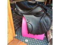 17.5 Kent & masters jump saddle