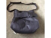 Black strapped handbag with a bow on the front