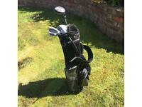 CHILDRENS' GOLF CLUBS AND BAG
