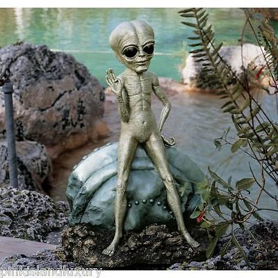 X TERRESTRIAL ROSWELL ALIEN CRASHED UFO FLYING SAUCER STATUE Halloween Outdoor