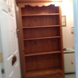 Bookcase with five shelves and one draw