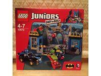 LEGO JUNIORS: DEFEND THE BATCAVE SET 10672 (USED)