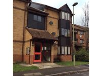 Studio Flat, Edgware, ful/furn, self contained, separate kitchen, in quite area, n/line tube