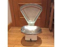 Vintage Avery enamel shop scales, in full working order, would make great shop/cafe display