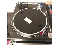 Technics 1210 mk2 with Ortofon needle and flight case