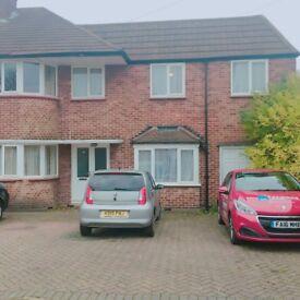 URGENT: £400 ONO single room in Edgware, bills and wifi inc, large garden