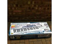 Bontempi PM 747 digital keyboard with 128 sounds
