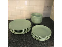 18-piece service (plates and bowls)