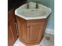 Corner basin in an solid pine cabinet