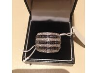 Woman 1,3 ct Black and White Natural Diamonds Ring in 9 ct yellow gold