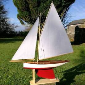 Vintage style Pond Yacht - Model Sailing Boat. Perfect Christmas gift!