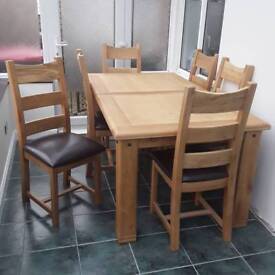 Solid oak extendable 6 seater dinning room table and chairs.