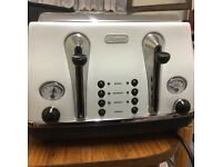 Hardly used Delonghi 4 slice cream toaster in very good condition