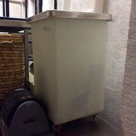 Storage bin for flour/sugar