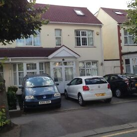 BEAUTIFUL 5 BED HOUSE – GREAT PRICE – PRIVATE GARDEN/PARKING – GANTS HILL – IG2 – £2500 PCM!!!