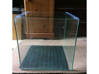 Square fish tank approx. 40x40x40cm. Holding 64 litres of water.