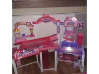 Barbie Malibu Mall and barbie accessory bundle