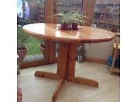 Extendable pine dining table site 4-10 Tlc Req