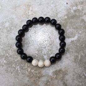 Handmade howlite and black beads bracelet